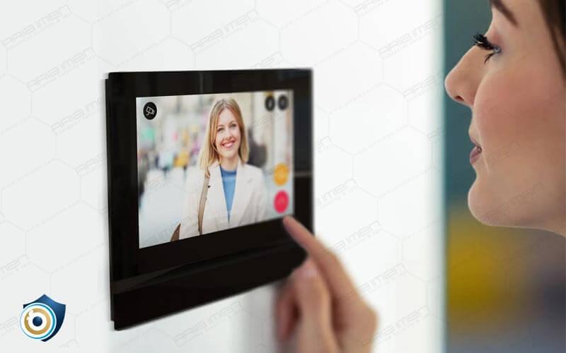 آیفون تصویری با قابلیت صفحه نمایش لمسی